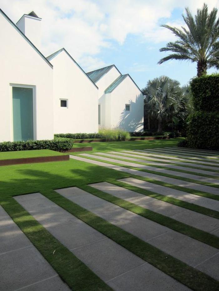 eine minimalistischer moderner Vorgarten mit einem geometrisch gemähten Rasem