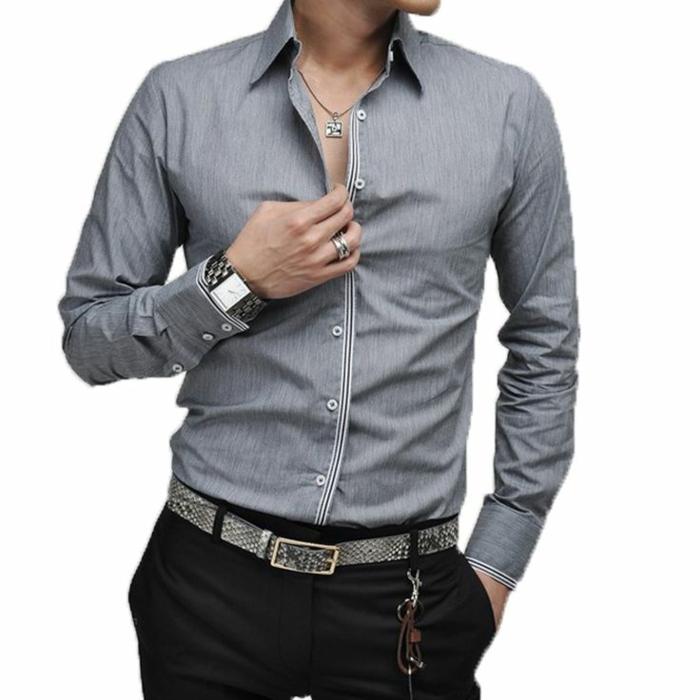 aktuelle Modetrends Männer graues Hemd und modische Accessoires