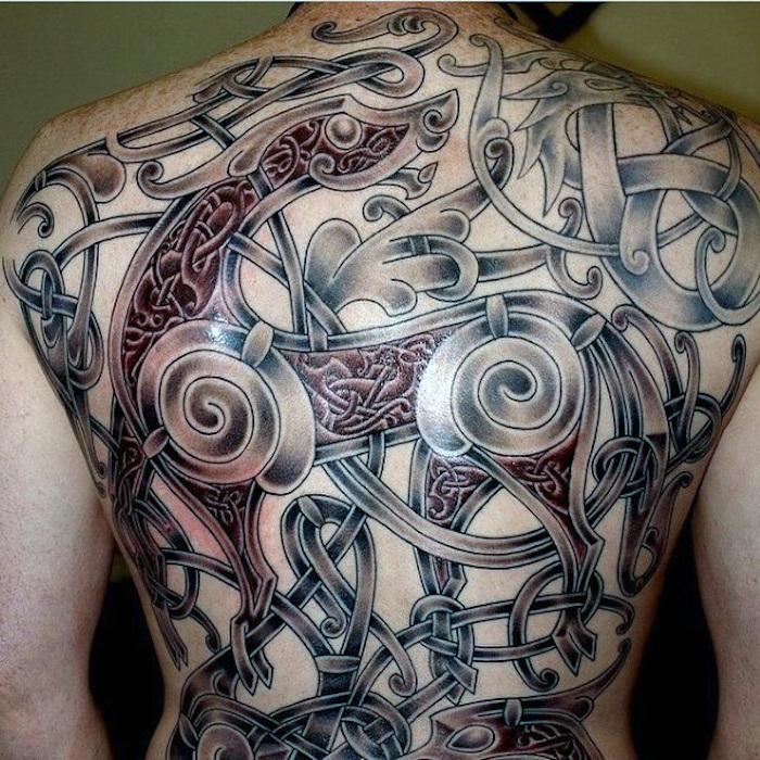 tattoo nordisch, rücken, rückentattoo mit vielen elementen, mann
