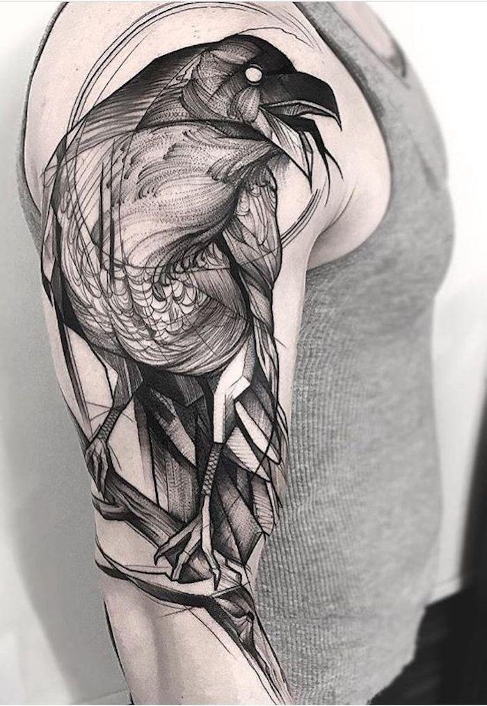tattoo nordisch, vogel in schwarz und grau, oberarmtattoo