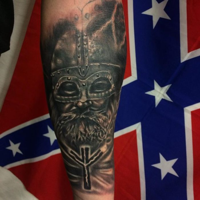 tattoo nordisch, wikinger, mit helm, mann, unterarmtattoo
