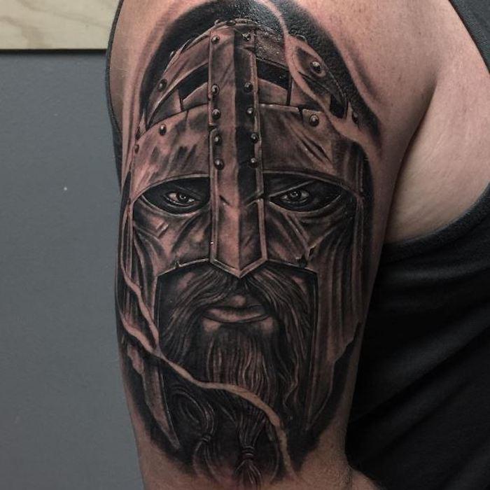 wikinger tattoo, oberarm, armtattoo, mann mit langem bart