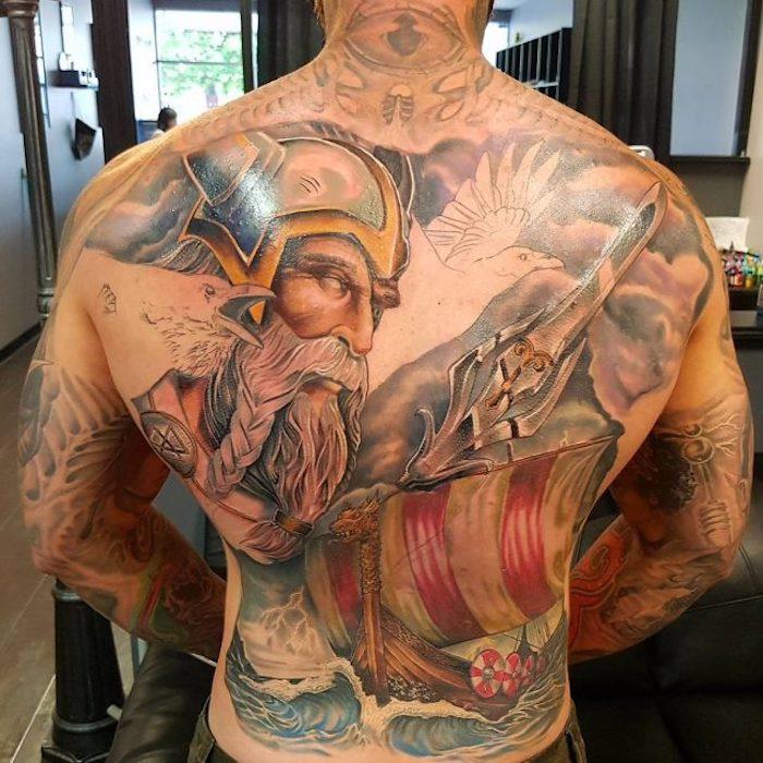 tattoo nordisch, rücken tätowieren, bunte tätowierungen, schiff