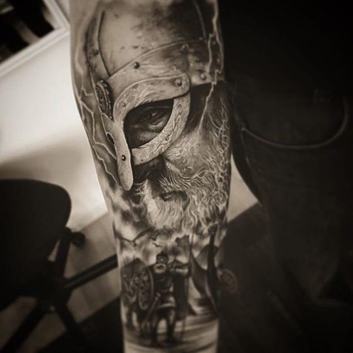 unterarm tattoo, wikinger, helm, kämpfer tätowieren