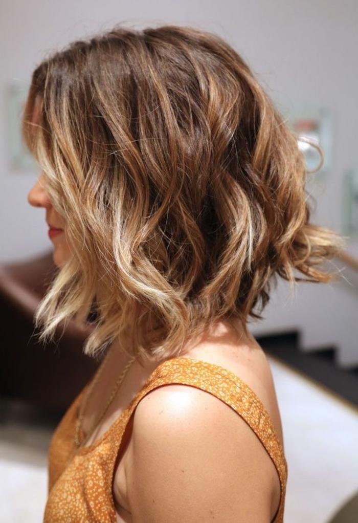 schulterlange Haare braune Haare mit Ombre Strähnen schnelle und einfache Frisur