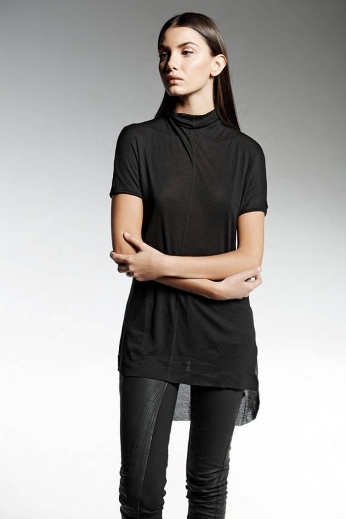 Pendari Fashion, Gothic Bluse mit kurzen Ärmeln, kombiniert mit Lederhose, stilvoll wirkend