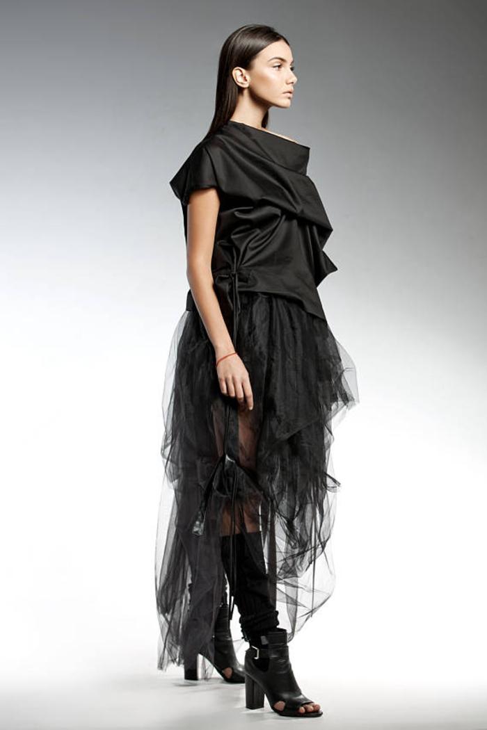 Pendari Fashion, Bluse in Kimono-Stil, kombiniert mit Tüllrock, Damenmode in Schwarz