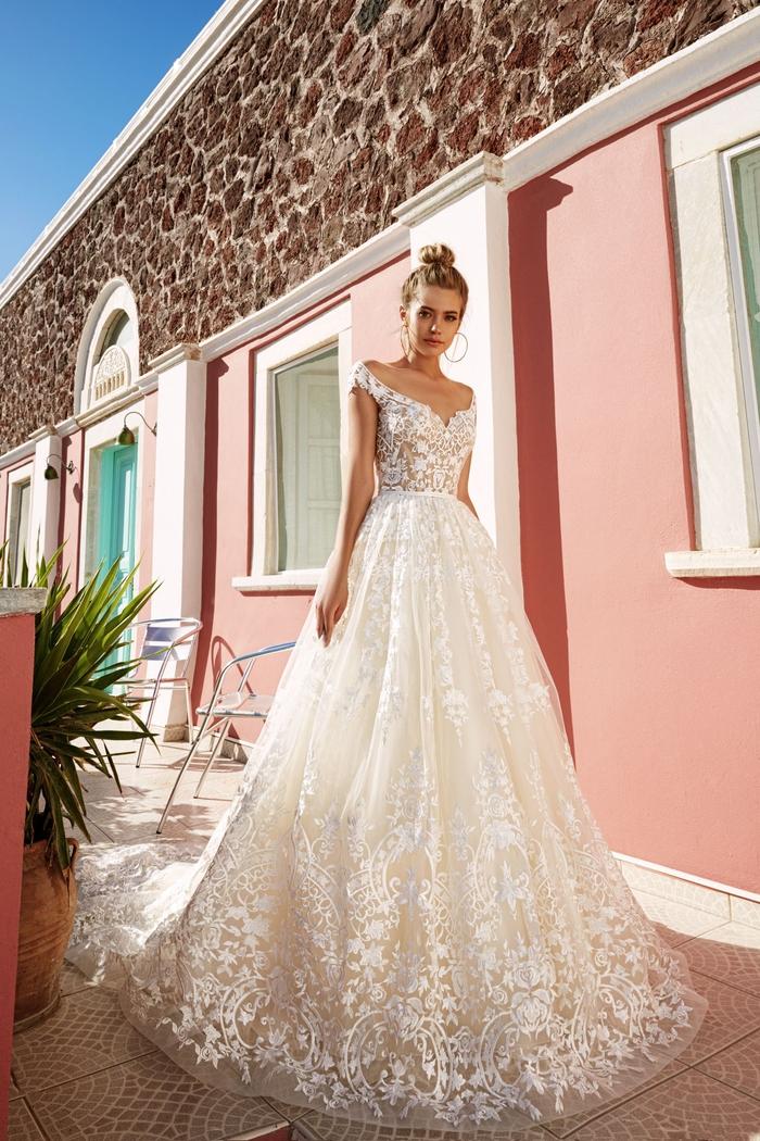 Prinzessinnen Brautkleid mit Spitze, Herz-Ausschnitt, lange Schleppe, weit