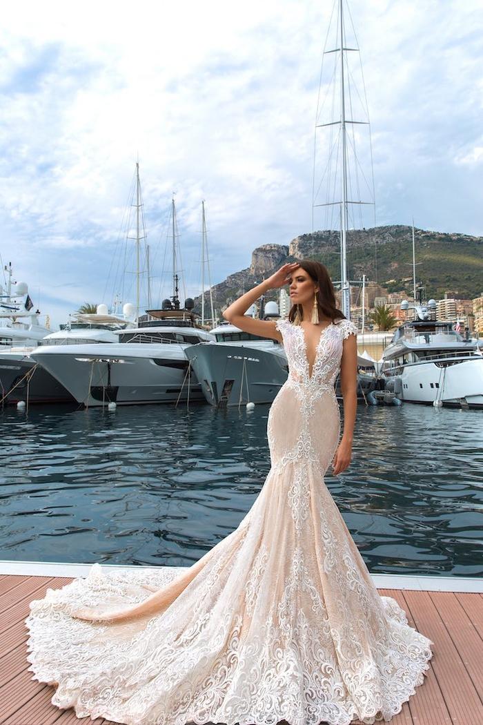 Hochzeitskleid-Meerjungfrau, mit V-Ausschnitt, mit langer Schleppe, in Cremeweiß
