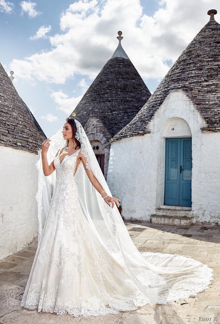 Prinzessinnen Brautkleid mit Schleier und langer Schleppe, V-Ausschnitt und Trägern