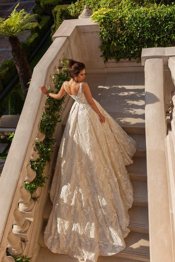 traumhaftes Hochzeitskleid mit langer Schleppe, U-Ausschnitt, Spaghettiträger,Spitzen-Elemente