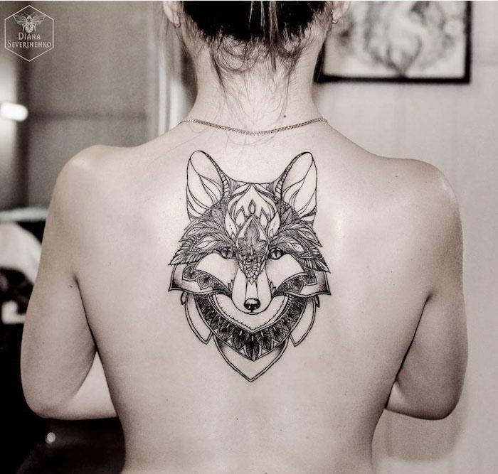 weibliche Rücken Tattoos, Mandala-Fuchs, vielfältige Ideen für Tätowierungen
