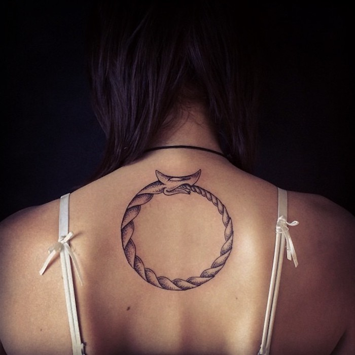 vikings tattoo, schlange, seil, keis, rücken, rückentattoo, frau