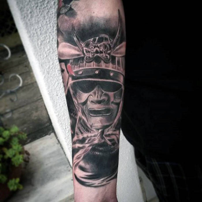kämpfer tattoo, arm tätowieren, helm, maske, samurai