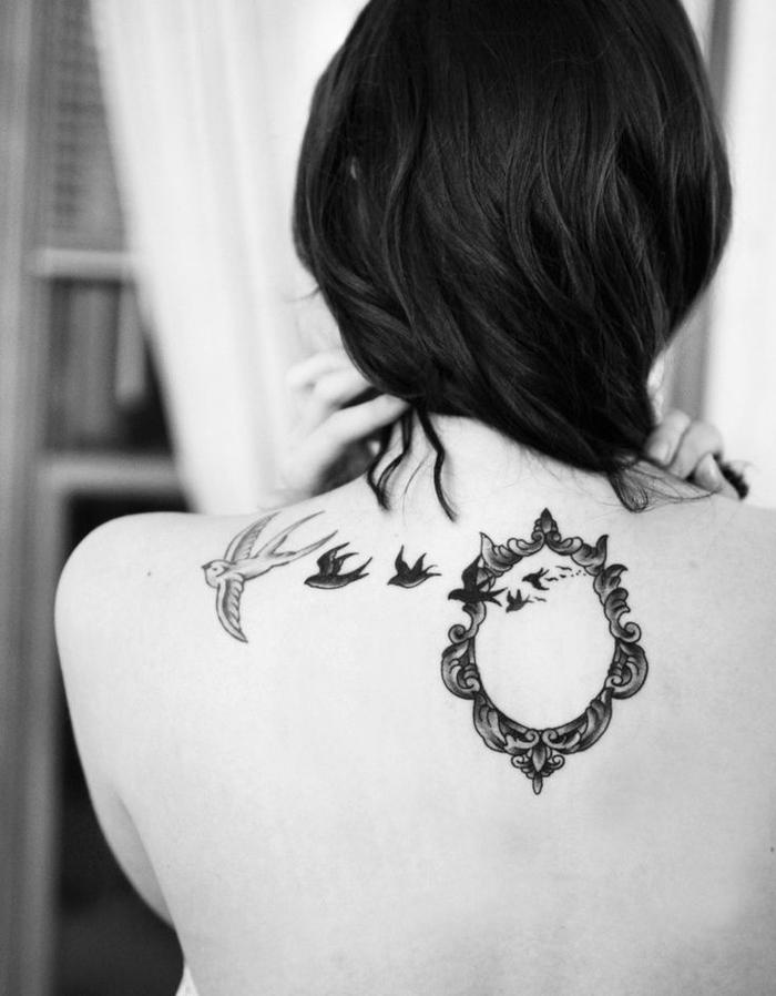 wunderschönes Tattoo-Motiv für Rücken, Schwalben, Spiegel, viele Ideen für weibliche Tattoos
