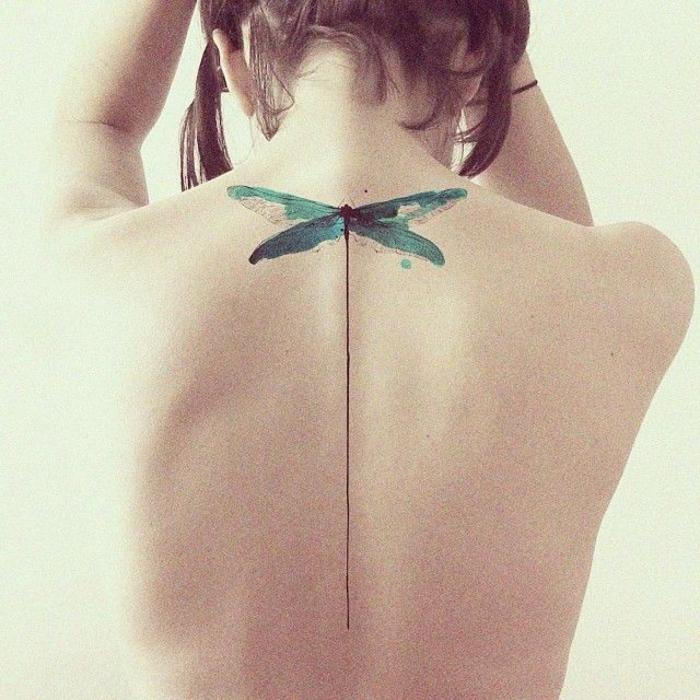 Rücken Tattoo, Seepferdchen, grün und schwarz, Ideen und Inspiration für weibliche Tattoos