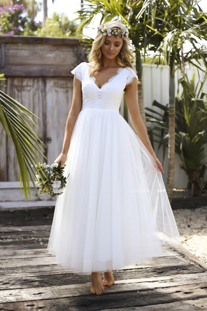 Sommer Brautkleid, mit V-Ausschnitt, ärmellos, aus Tüll, in Weiß, schlicht und elegant