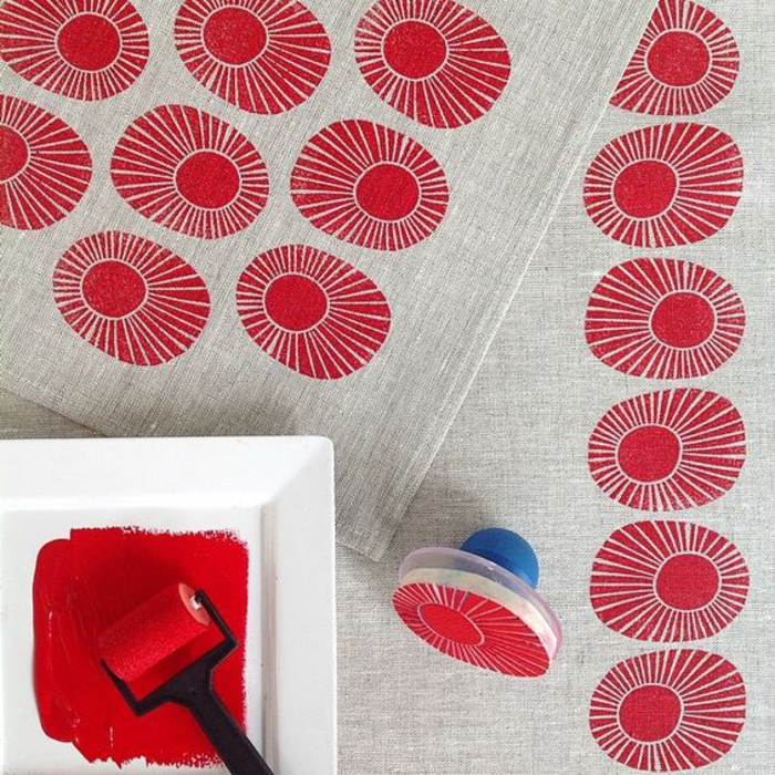 stempel erstellen, leinen, rote farbe, farbroller, stoff stempeln