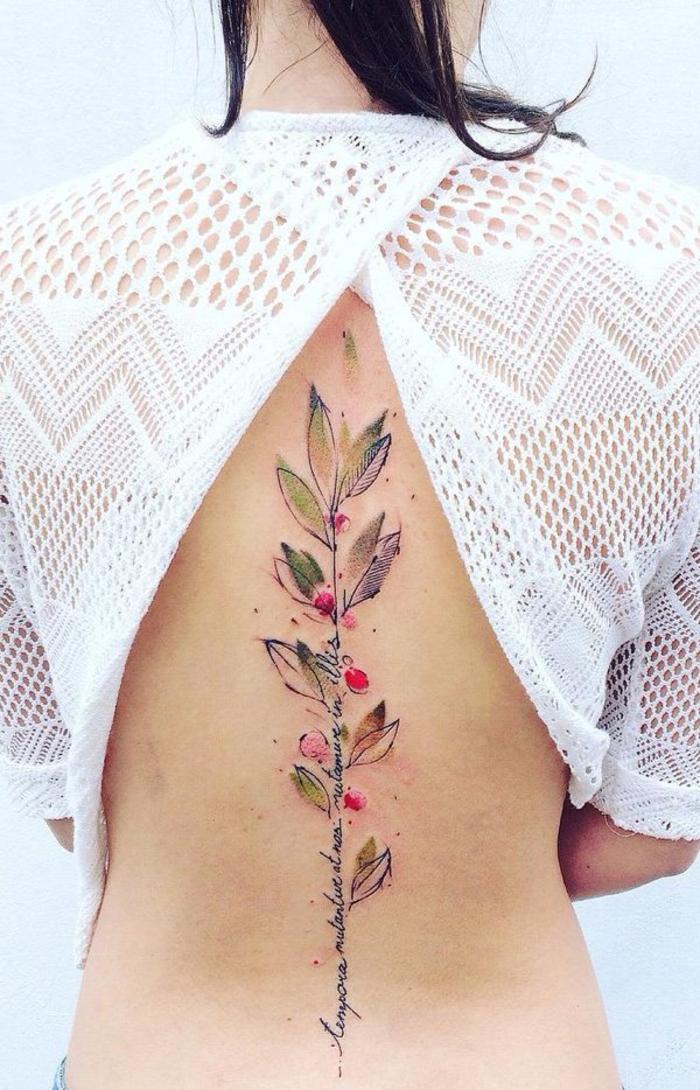 Rücken Tattoos für Frauen, Blätter und Blüten, Handschrift, Sommer-Look, coole Ideen