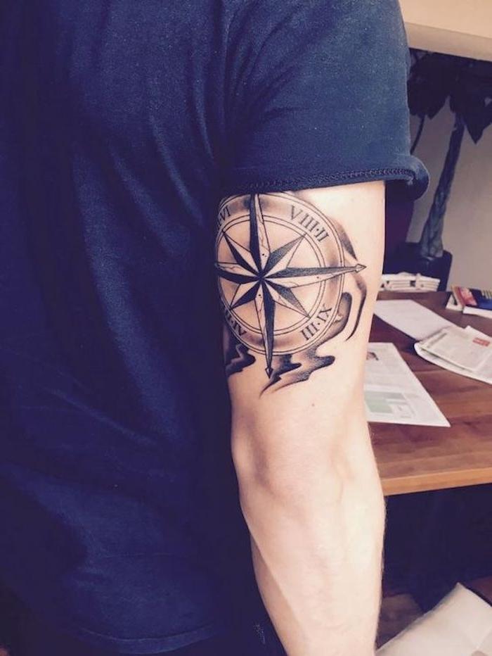 vikings tattoo, oberarm tätowieren, oberarmtattoo, blaues t-shirt