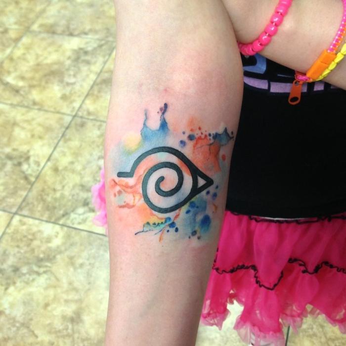 ein Symbol Watercolor Tattoo von einem kleinen Mädchen ganz farbenfroh