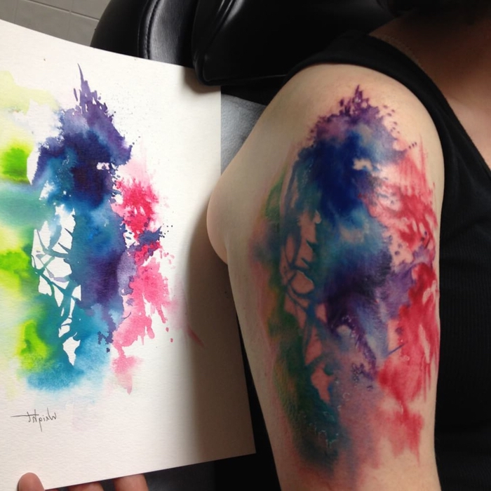 Wasserfarben Tattoo drei Flecken auf einer Malerei an der Haut übertragen