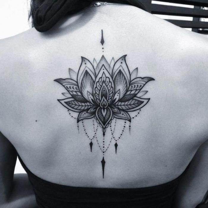Rücken Tattoo, Lotus, Klassiker bei den weiblichen Tattoos, mit Liebe zum Detail