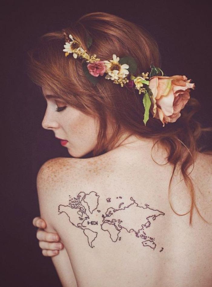 Tattoos für Abenteurer, Kontinente, Rücken Tattoo, weibliche Motive, die effektvoll wirken