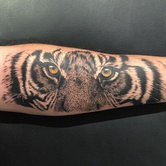 tigerkopf tattoo, arm tätowieren, armtattoo, tigeraugen, augen