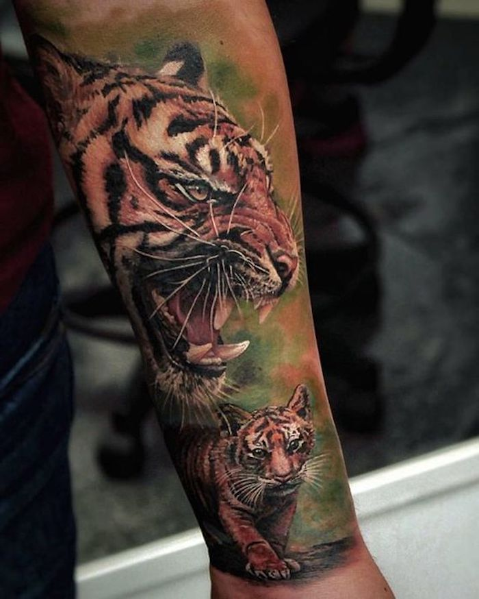 tigerkopf tattoo, bunte tätowierung, arm tätowieren, mann