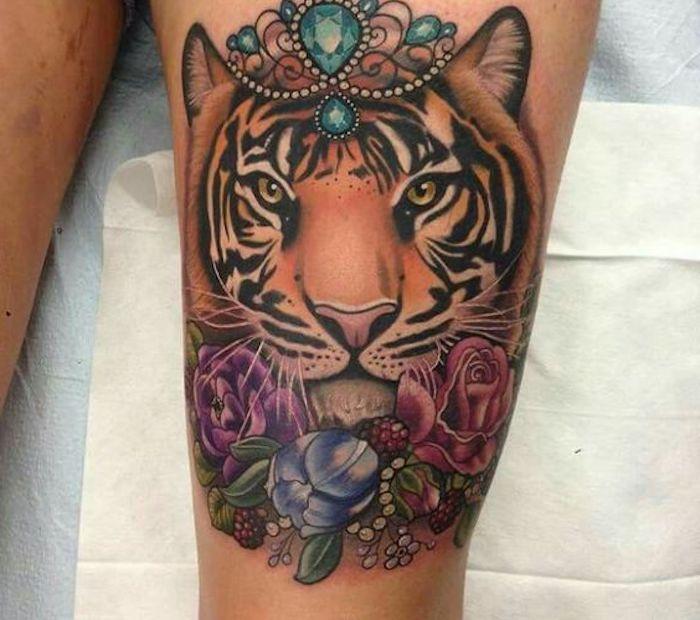 tiger tattoos, bunte tätowierung, kristalle, blumen, rosen, oberschenkel
