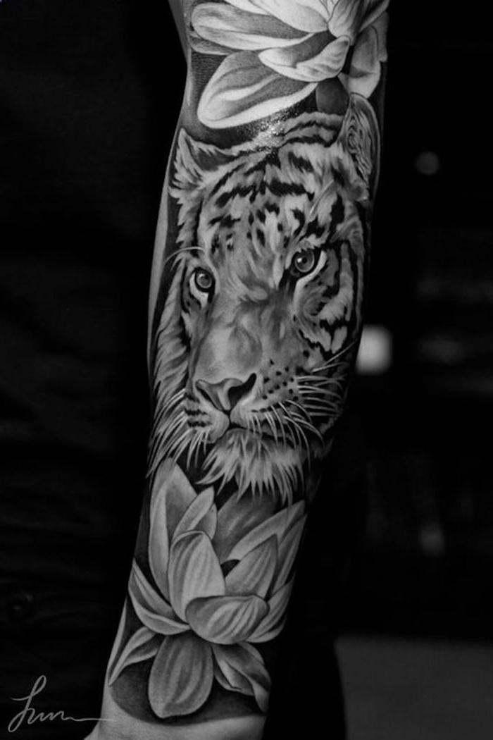ärmel-tattoo, arm tätowieren, blumen, tigerkopf, lilien, tattoos