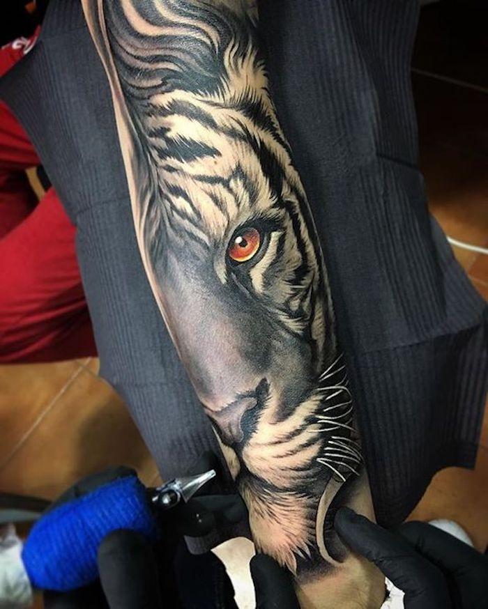 ärmel-tattoo, arm tätowieren, tiger mit orangen augen