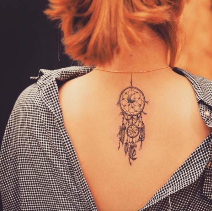 tolle Ideen für weibliche Tattoo-Motive, Traumfänger mit Mond, Inspiration für Tattoos mit Symbolik
