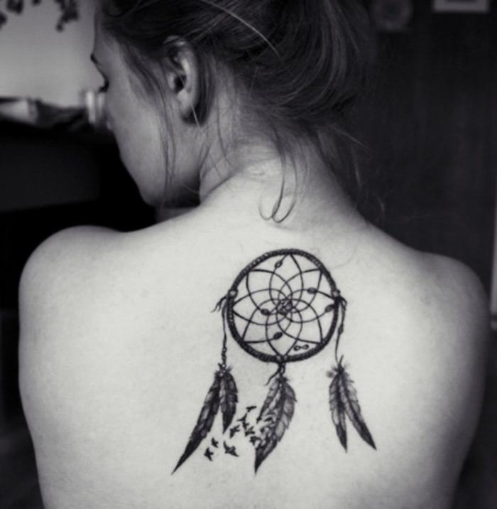 Rücken Tattoos für Frauen, Traumfänger, zarte weibliche Motive mit Symbolik
