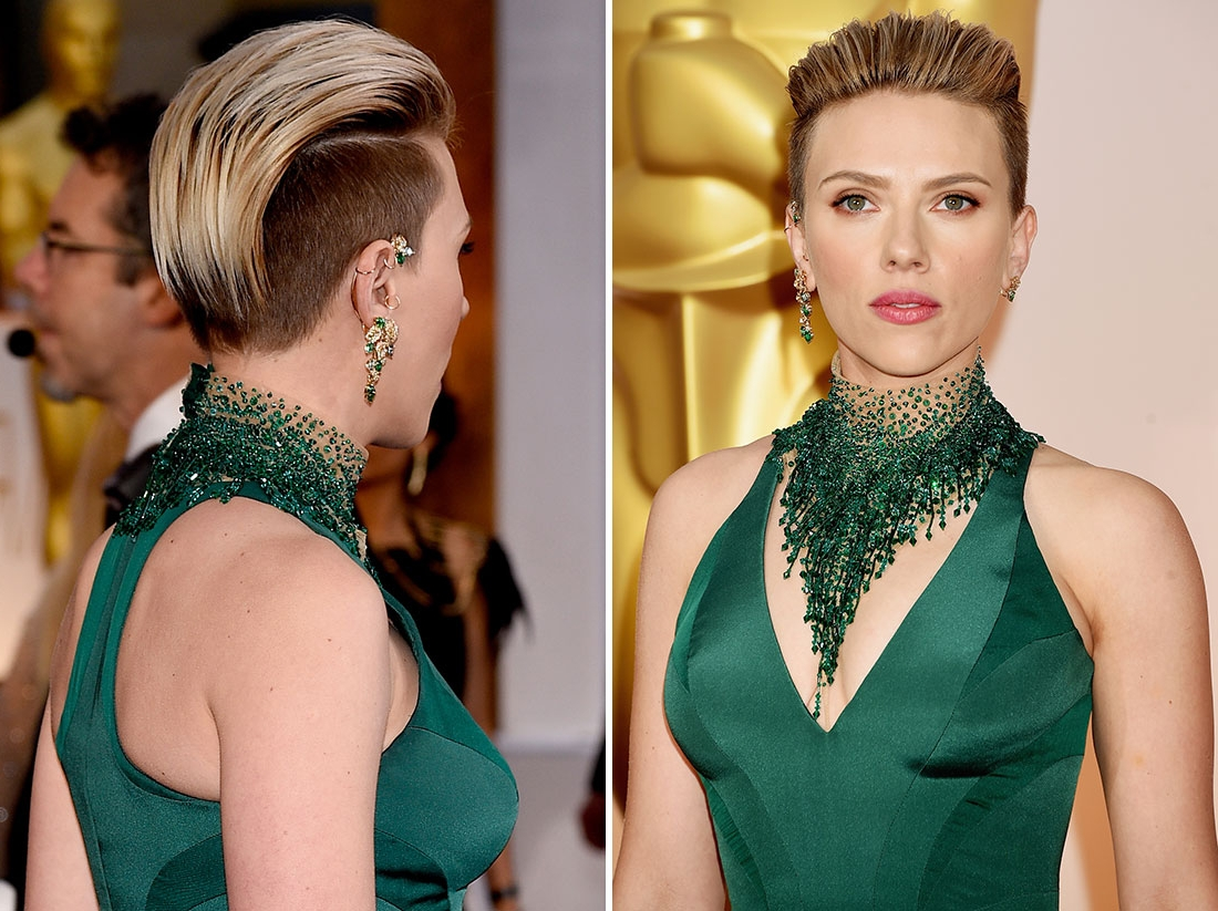 Scarlett Johansonn mit blonder Frisur Undercut Frauen, grünes Kleid und grüner Schmuck