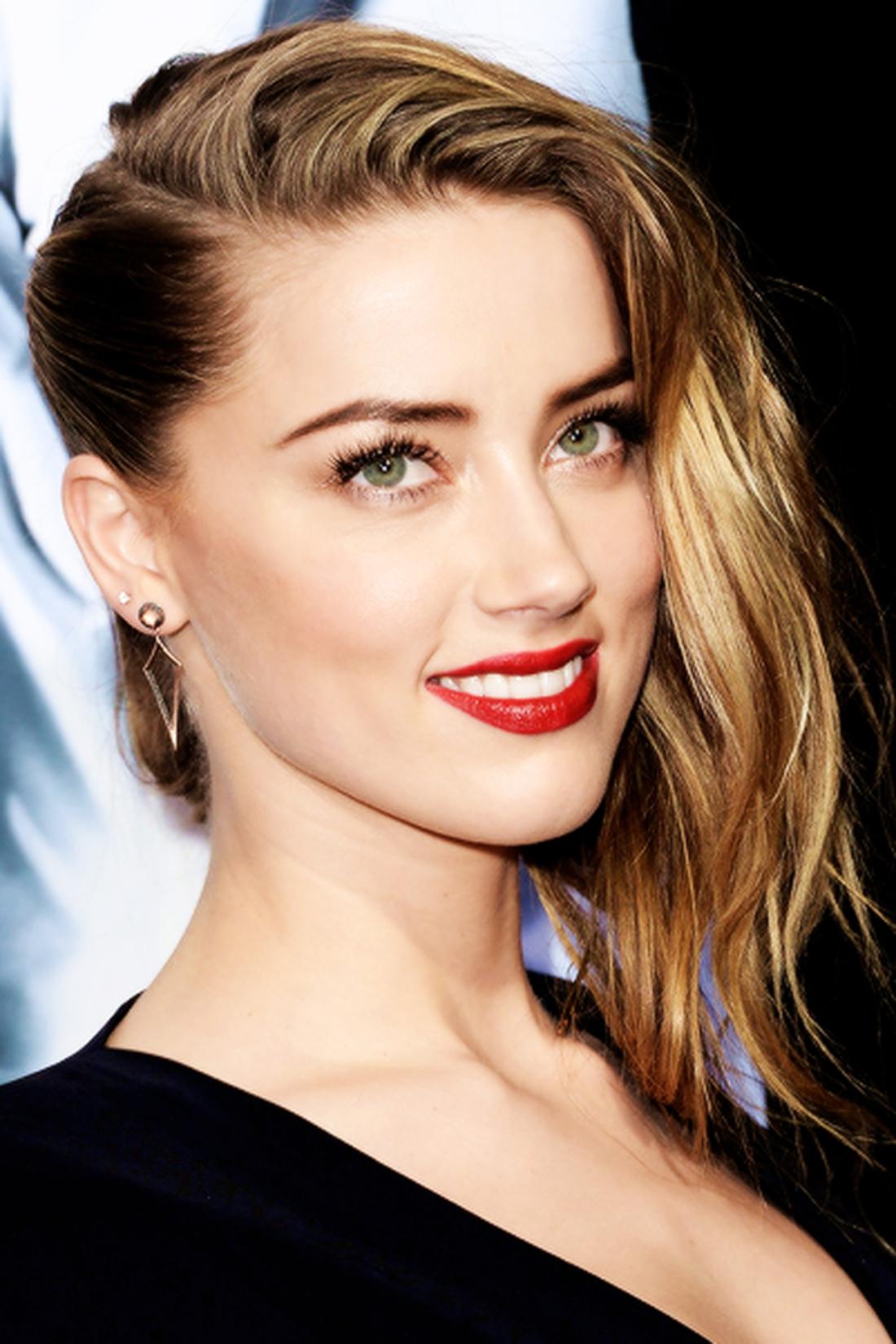 halb rasiert Undercut Frisur blondes Haar grelle Farbe von Lippenstift, schwarzes Kleid