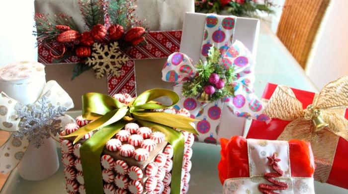 Geschenke Verpacken Anleitung - Süßigkeiten und andere Elemente hinzugeben