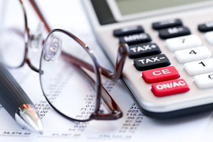Brille, Kalkulator und Kosten - versteckte Kosten