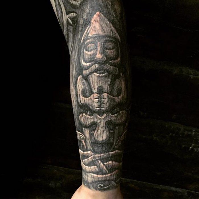 tattooärmel in schwarz und grau, mann, wikinger tattoo