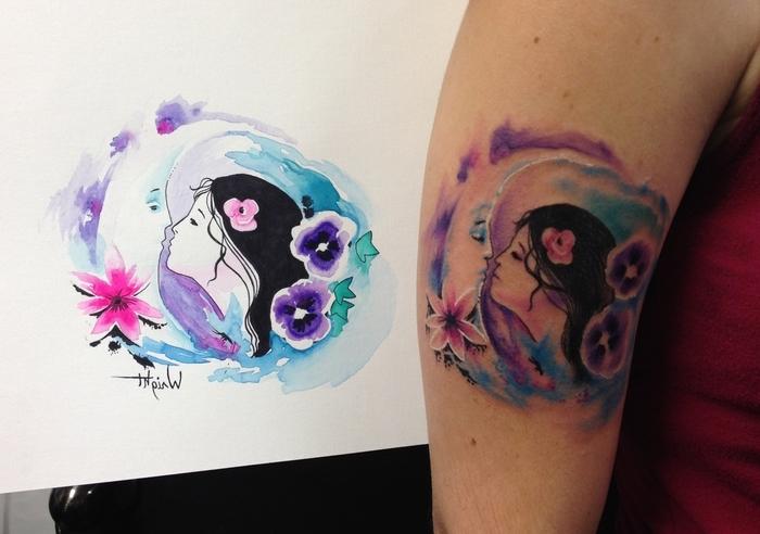 ein Mädchen küsst den Mond - so ein romantisches Water Color Tattoo