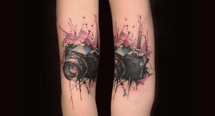 zwei gleich Fotoapparate kunstvolle Darstellungen Water Color Tattoos