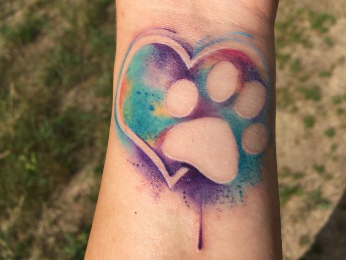 bunte Tattoos Water Color Tattoo Pfote und Herz Liebe für das Haustier