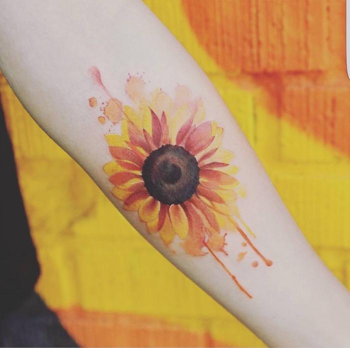 Sonnenblumen Tattoo für Lebensfreude zu zeigen Water Color Tattoo