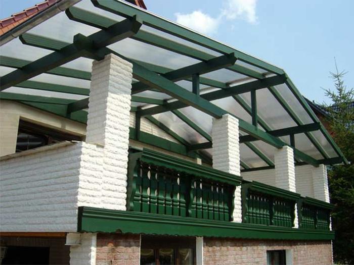 Balkon Überdachung Holz Kombination mit Doppelstegplatten Holz geländer