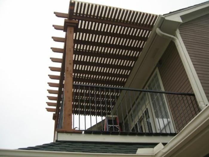 Überdachung Terrasse oder Balkon aus Holz Beschattung