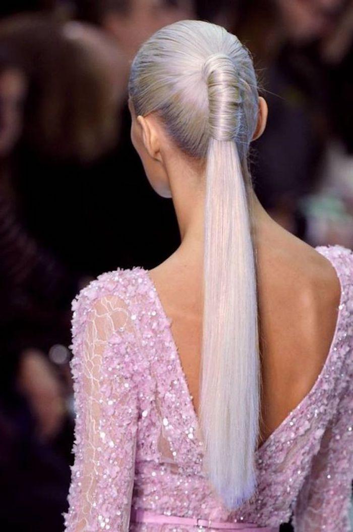 haare grau färben, rosa abendkleid mit kristallen, pferdeschwarz, lange graue haare