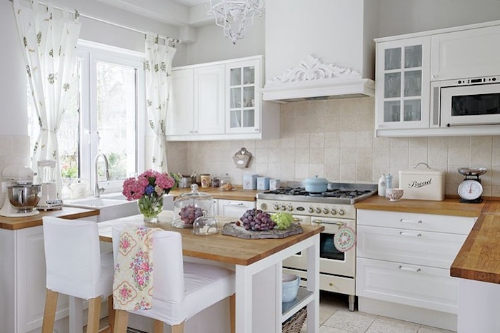 küche im shabby chic-stil, weiße schränke aus holz, küche im retro stil