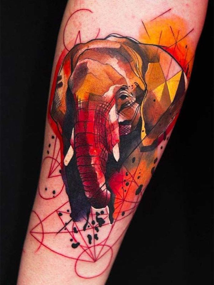 tattoo motive, bunte tätowierung am arm, elephant in rot und orange mit geometrischen figuren