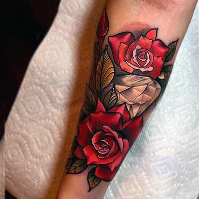 tattoo motive, bunte tätowierung mit roten rosen und diamant